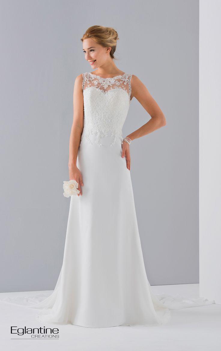 Robe de mariée avec buste dentelle et jupe en mousseline droite. Le décolleté transparent est recouvert de dentelle et peut être agrémenté d'une traine amovible. Boutonnage dos. Disponible en ivoire et en blanc