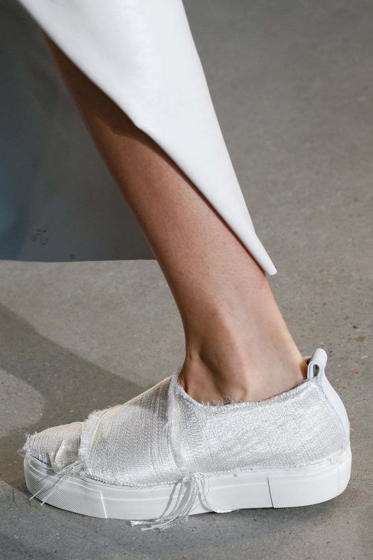 Calvin Klein Collection Spring 2016 Ready-to-Wear Fashion Show Details @castaner