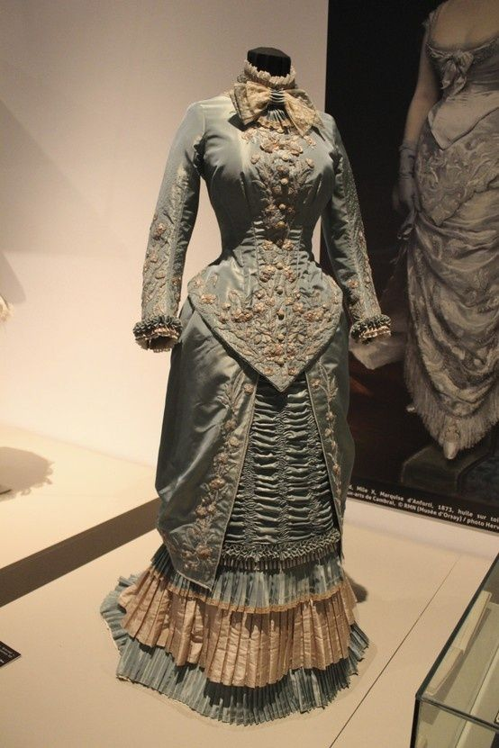 robe à tournure XIXe siècle, 2009, Taffetas changeant garni de ...