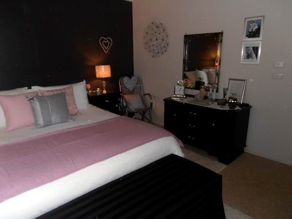 Black white and dusky pink bedroom www.denovoconcepts.com