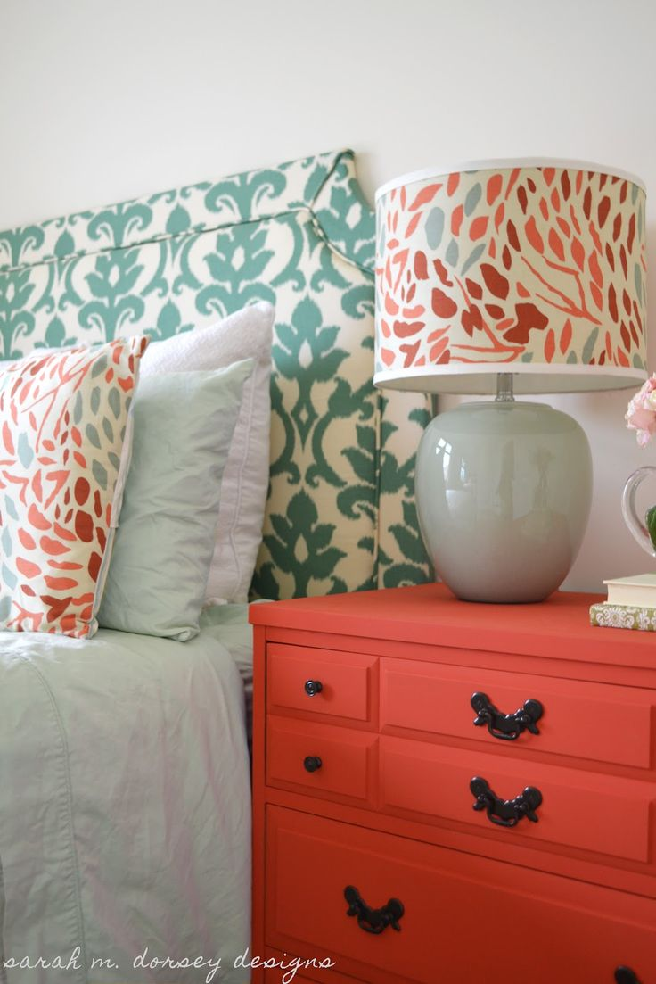 coral and blue. Love these colors for my grown up apartment for next year :) Can't wait!: Guest Room, Guest Bedrooms, Color Schemes, Design, Night Stand