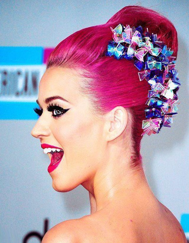 Miss Katy Perry lookin' gorgeous as usual with Hot Hot Pink hair