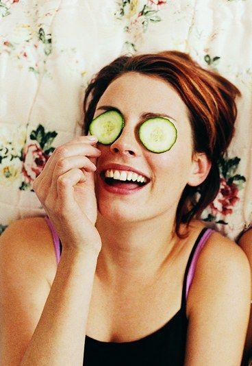8 masques visage maison - Recette de grand mere pour masque visage - Pour un teint de pêche, des joues roses et une peau lisse, inutile de vous ruiner en parfumerie. Piquez plutôt les recettes de votre grand-mère, élaborées sans produits chimiques...