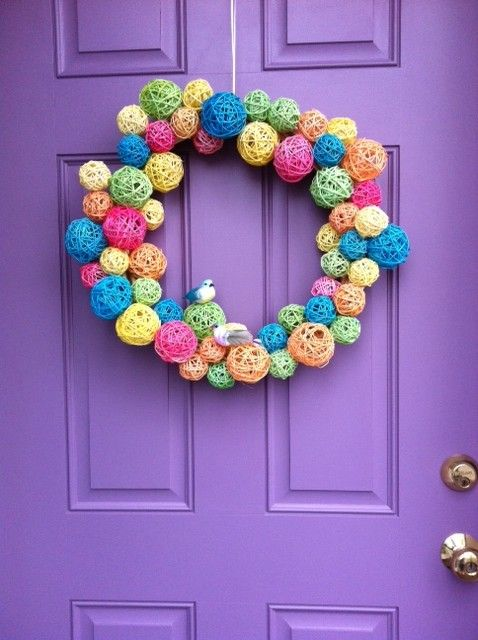 Super cute wreath made from dyed rattan balls, and other ideas