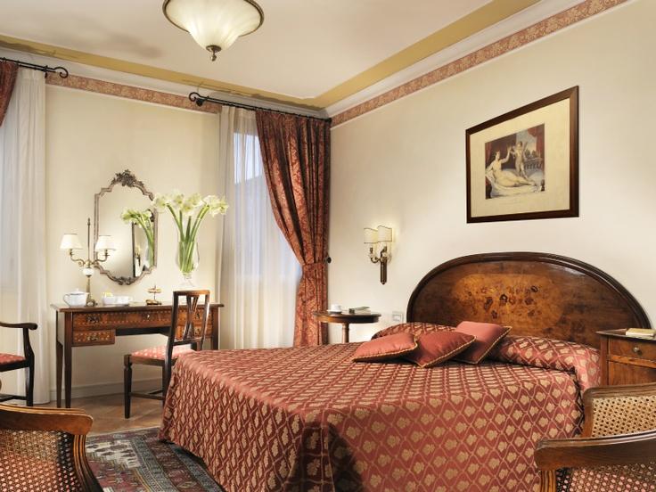 Deluxe Room with Venetian style furniture at Relais Villa Fiorita in Monastier di Treviso - www.villafiorita.it