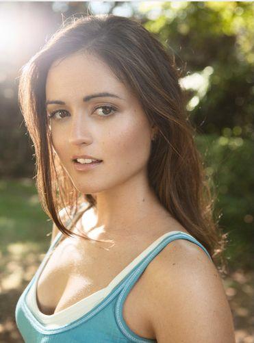 Danica Mckellar, actriz de la serie Los años Maravillosos y graduada Summa Cum Laude en matemáticas en UCLA.
