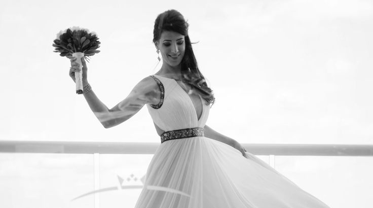 Bridal portrait on beach at Sun Palace #destinationwedding | Palace Resorts Weddings ®
