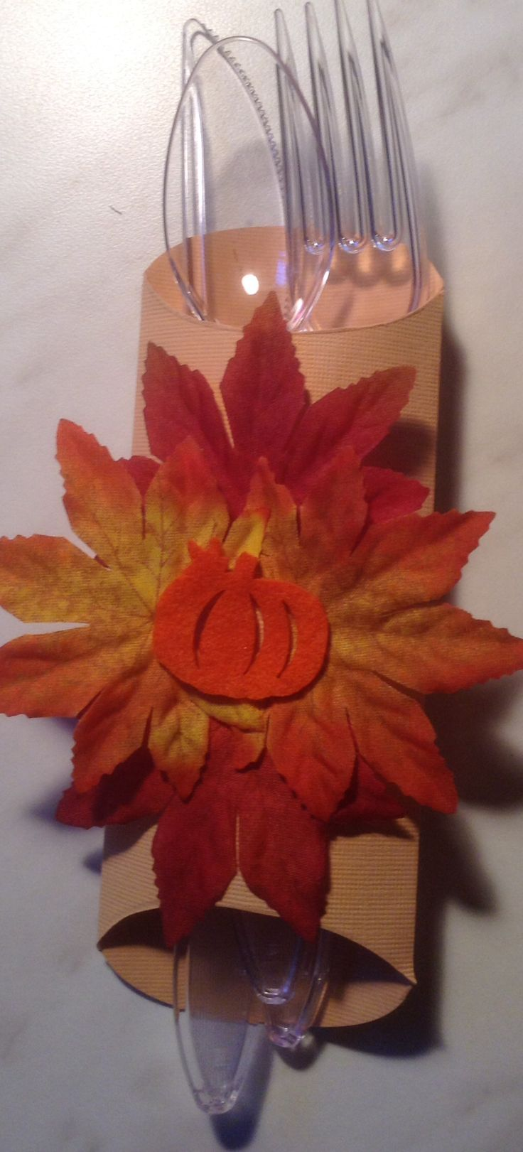 Utensil wrap for Thanksgiving or any fall related event. Made using a pillow box punch & 19 best Pillow box punch board images on Pinterest | Pillow box ... pillowsntoast.com