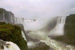 cataratas de IGUAZU: esta en paraguay sus lados mas famosos son el argentino y el brasileño