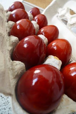 Red eggs from yellow onion skins and white vinegar
