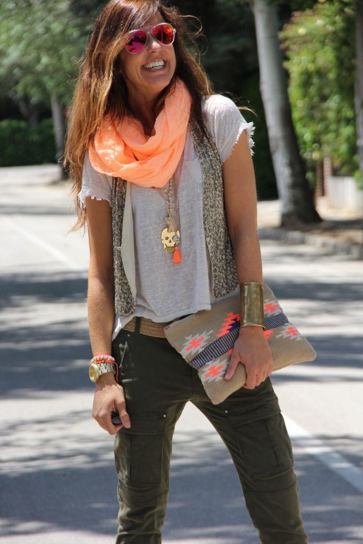 Bright Accents: Cargo pants and Tee. Stylend with accessories in Neon Pink - scarf, clutch, necklaces