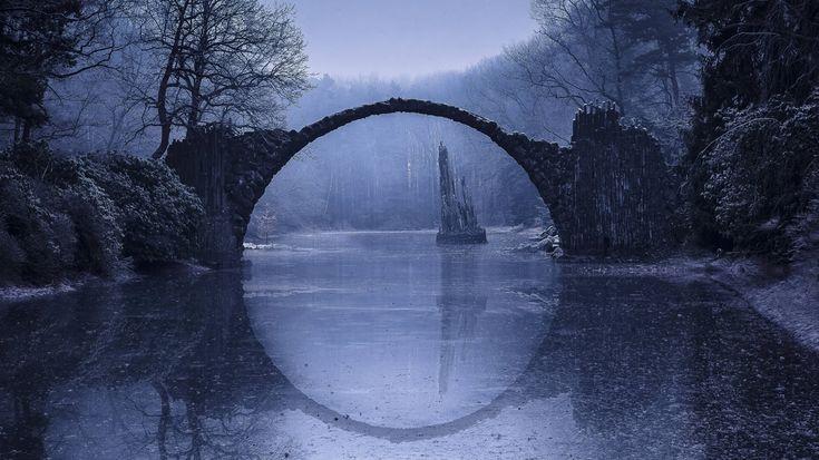 Bauwerk des Teufels – Rakotzbrücke; Gablenz (Sachsen)
