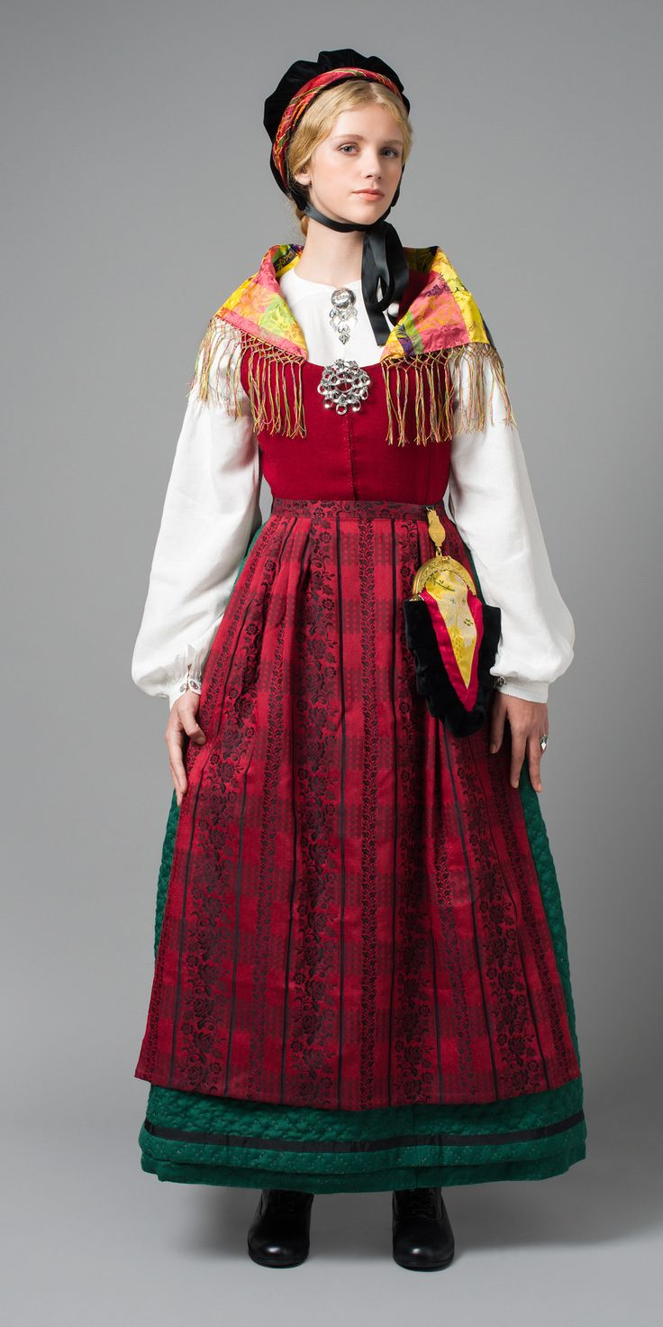 Fosenbunad - Bunad with a quilted petticoat. Pretty!