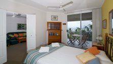 On The Beach - 2 Bedroom Ocean View Apartment - Trinity Beach Accommodation