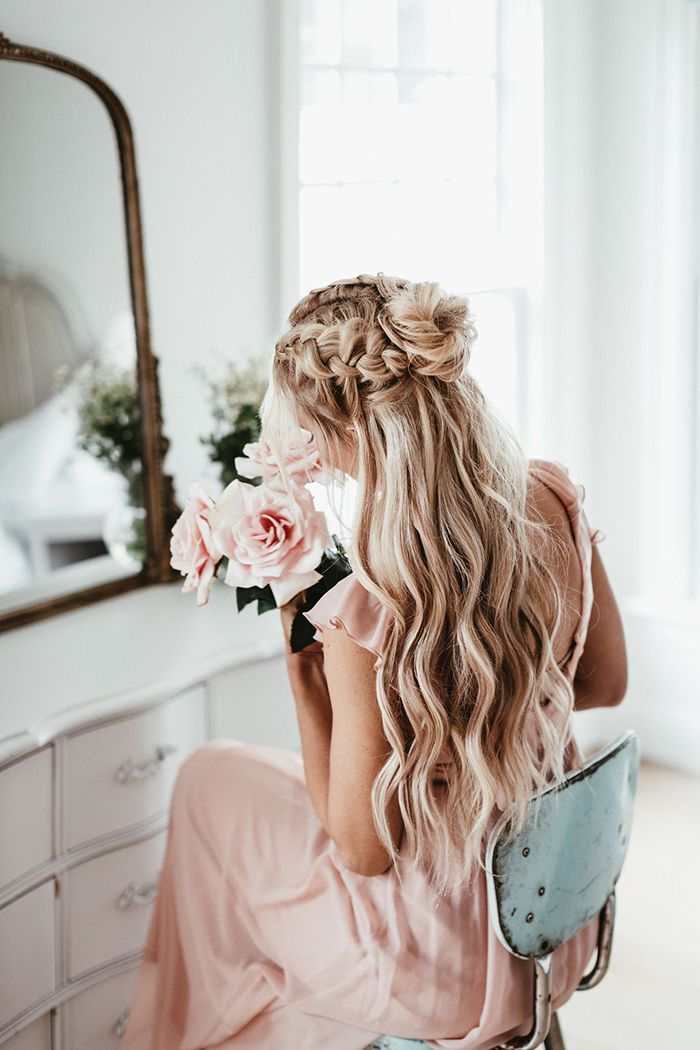 The Wiegands: Hair DIY Beach Spray   I am going to share another easy, fun hair DIY with you today! I love long, beachy waves and achieving that look doesn't have to be hard. Here is what you need to make your own beach waves spray to get you started #hair #beachhair #beachwaves #diy #caseywiegand #thewiegands