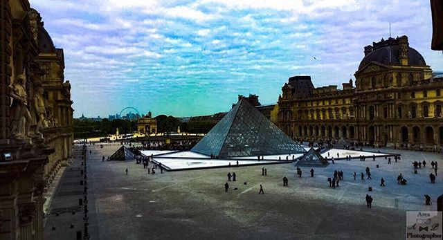 Reposting @arcaphotographer: The pyramid of art. La piramide dell'arte.  #art#arte#artistic#artist#paint#painting#pyramid#louvre#museum#france#parigi#paris#parisienne#photo#photography#photographer#photoshop#walk#holiday#autumn#sky#blue#cloud#white#color#2017