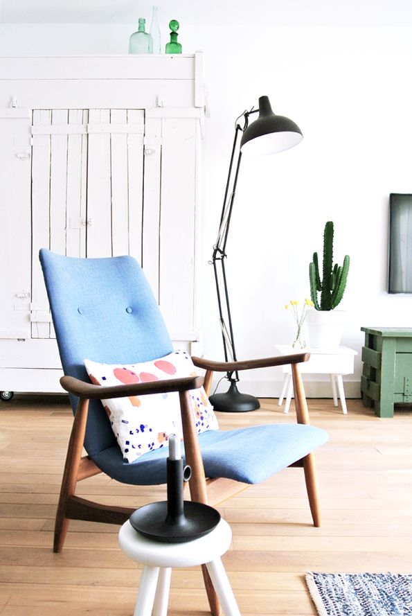 The chair, the lamp, the greens and blues, the beautiful pillow. Perfection.
