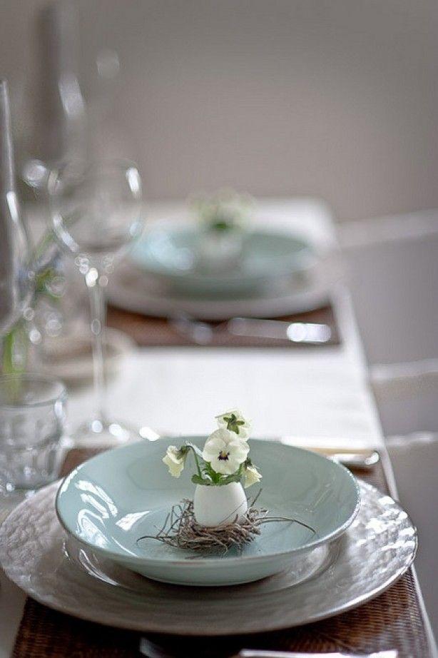 Het hoeft niet gelijk bont en veel om een Paas tafel te creëren. Kijk maar hoe mooi subtiel kan zijn.