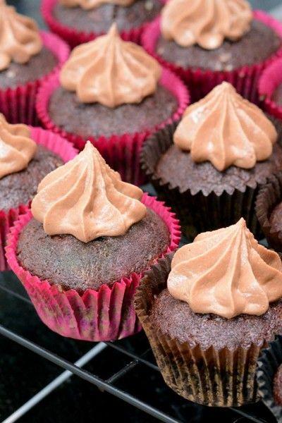 Svampede chokolade cupcakes