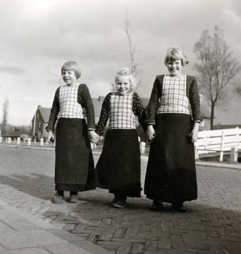 Bunschoten-Spakenburg, photo by G.A. van der Chijs, 1956. Nationaal Archief #Utrecht #Spakenburg