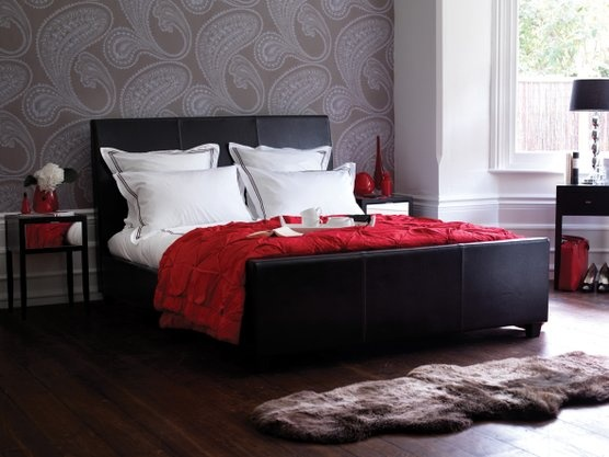 Nice wallpaper, red accents, love
