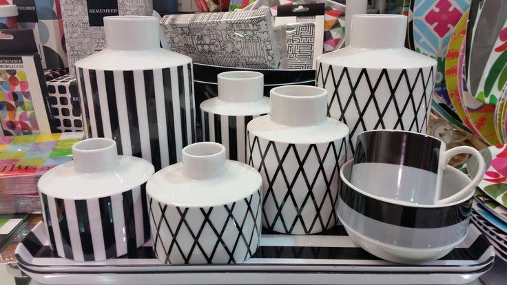 Black & white vases from Remember