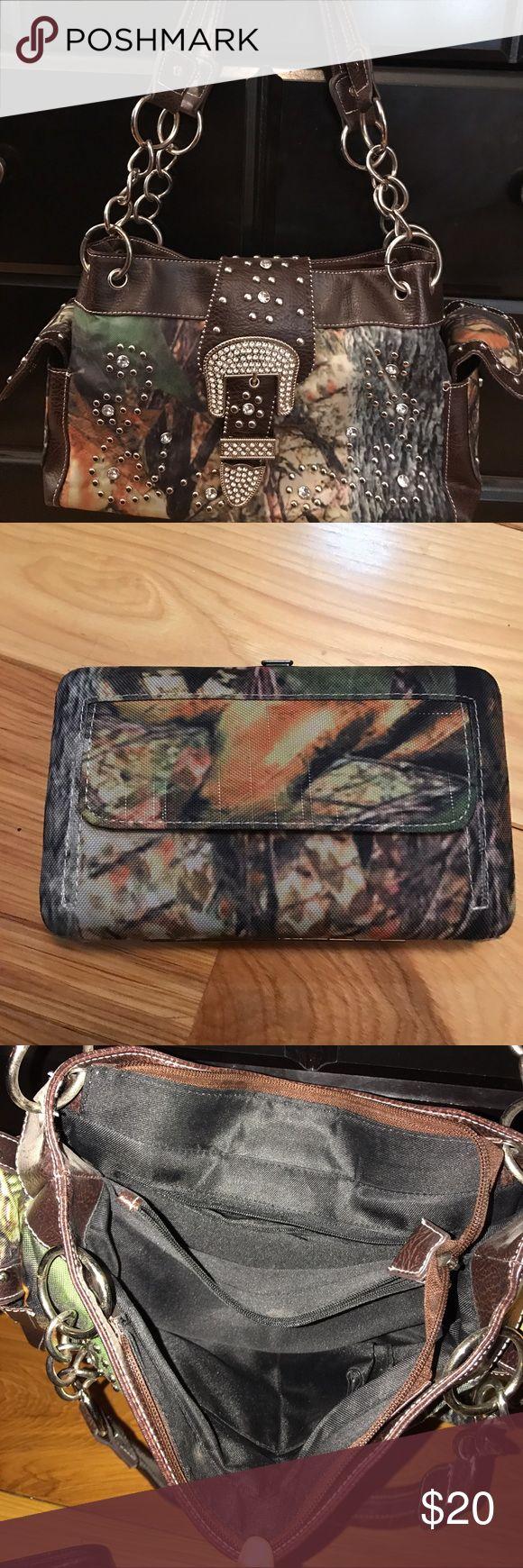 Camo Purse Camo Purse and wallet great condition! Camo Bags Shoulder Bags
