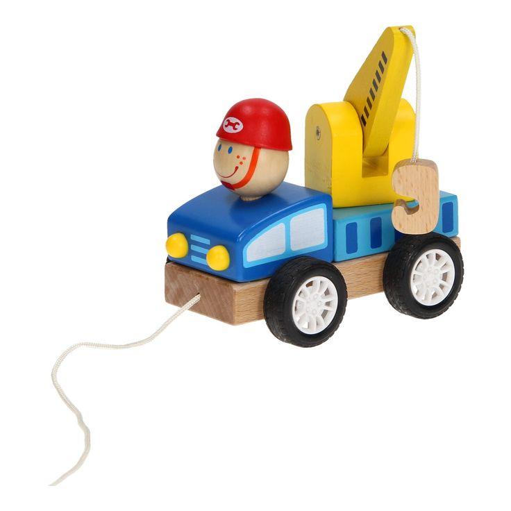 Speciaal voor de kleintjes! Deze houten sleepwagen kan je gemakkelijk door heel de woonkamer trekken, door het zachte touw en kunststof wielen. Daarnaast zit er ook hanger aan de kraan, zodat je een andere trekwagen kan meeslepen. Voor uren speel- en rijplezier! Afmeting: verpakking 18 x 12 x 10 cm. - Houten Trekwagen - Sleepwagen
