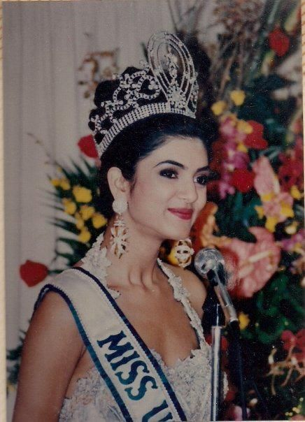 Sushmita Sen, from India, crowned the new Miss Universe of 1994,. In Manila, Philippines.