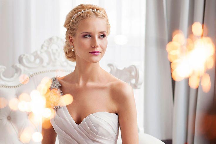 Production - www.bemyvalentine.pl, www.subobiektywna.pl Photographers - www.subobiektywna.pl, www.wedding-movie... Bridal bouquet - Justyna Stachowska from www.projektkwiaty.pl Make up - www.alicjamakeup.pl Hair stylist - Xanledra Aleksandra Czerwińska Accessories - www.weddingart.co... Model - Karolina Górak Dress - Vera Wang from www.sukniemarzen.pl Armchair - meblolight.pl #verawang #bride #pannamloda #crystals #weddingdress #wedding #slub #sukniaslubna #zimneognie