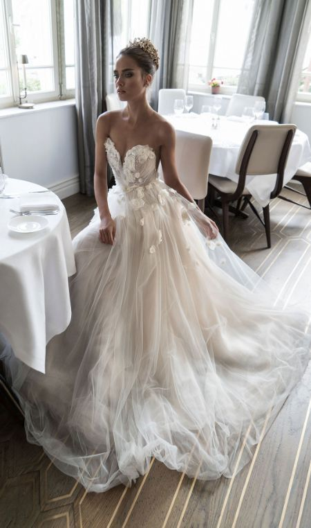 Stunning White Appliques Tulle V-Neck Sleeveless Strapless Sexy Wedding Dress Bridal Gown D2620 from Ulass
