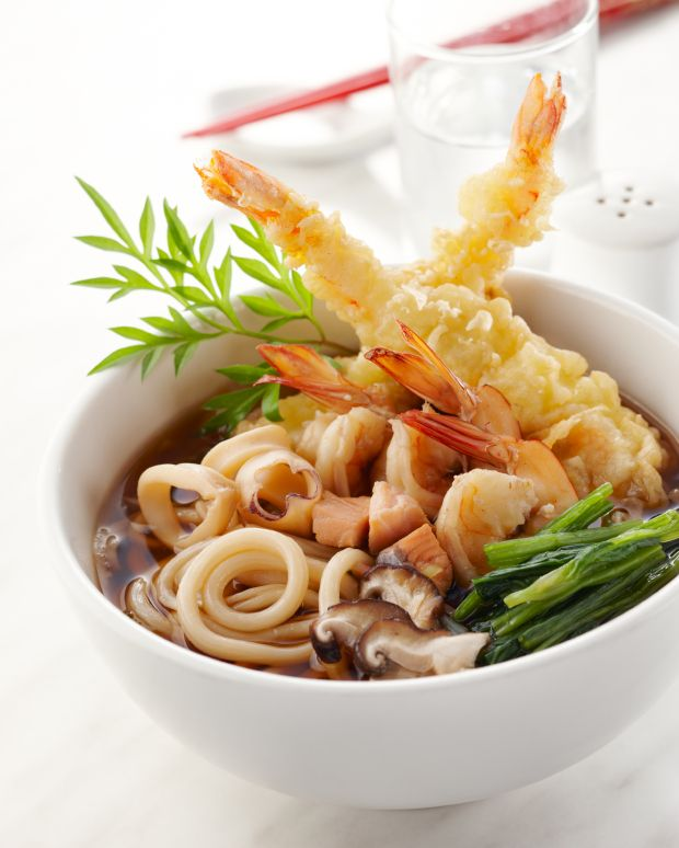 Delicious combination of Japanese Food in just one soup: Ebi-ten Udon, Shrimp Tempura, Udon Noodles! #Japaneasy #Japanesesoup #healthyfood