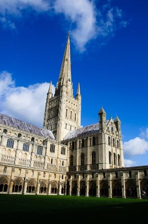 Top 7 Things to do in Norfolk England; Norwich Cathedral