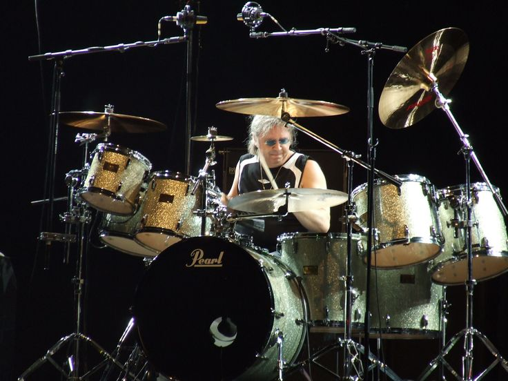 Deep Purple - I'm still working to play Ian Paice's drum grooves. It isn't so easy. He's a important and creative drummer.