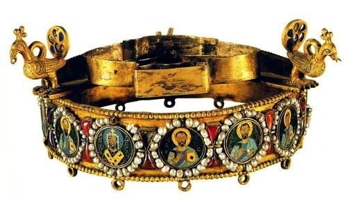 "Votive crown of emperor Leo VI ""the Wise"". Late 9th century."