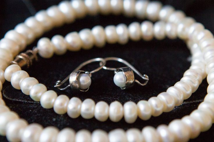 #somethingold #somethingborrowed #pearls #grandmasjewellery #weddingphotography #brentjonesphotography