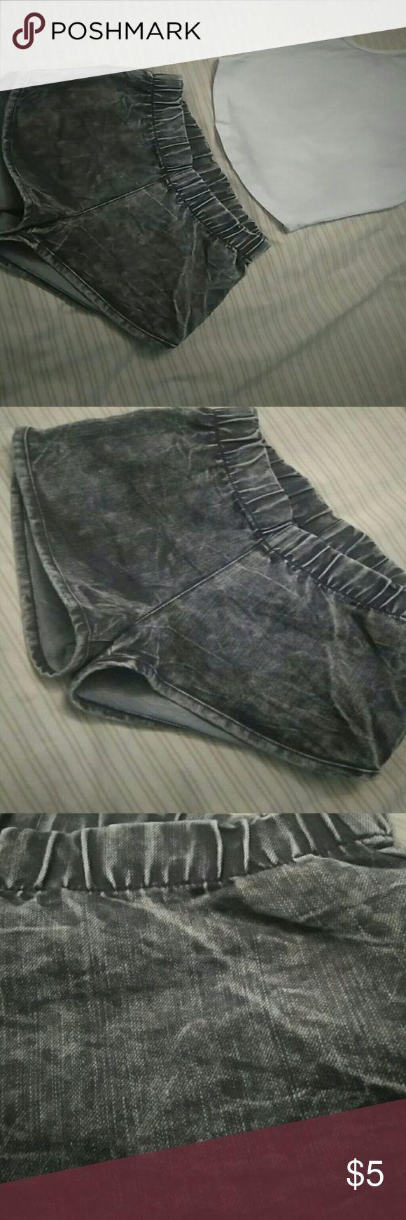 Shorts Elastic waist band, acid wash shorts. Short fit Shorts