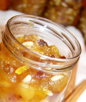Confettura di mele uvetta pinoli e cannella