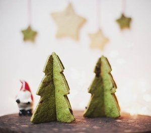 Matcha cookie Christmas trees - the kinder (and more delicious) alternative to cutting down a pretty evergreen. Photo @jo_hallmann  #edible #christmastree #christmasdecoration #matchacookie #amamiparis