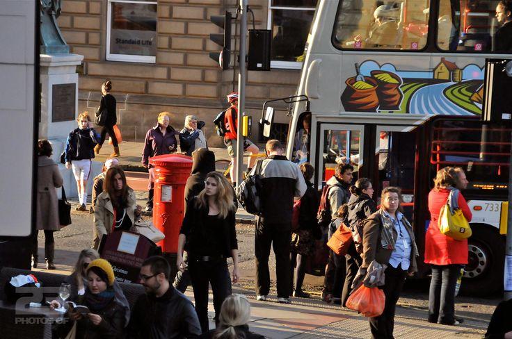 Bustling Edinburgh New Town photo   23 Photos Of Edinburgh