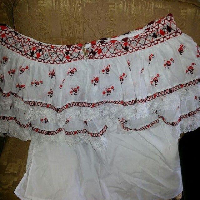 Camisa de pollera de coquito  bordada y con mundillos tejidos - rincondemispolleras