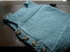 Knitted vest for babies! Free pattern in English and Portuguese
