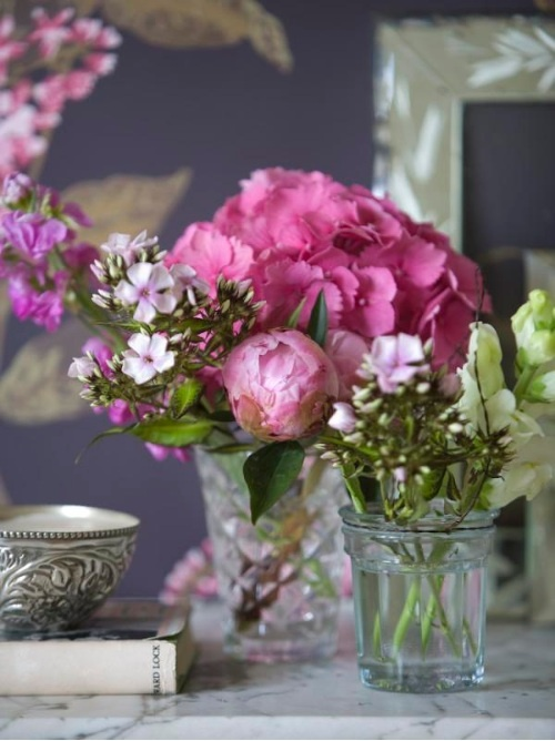 Fresh flowers are a must for any #entrepreneuress office space