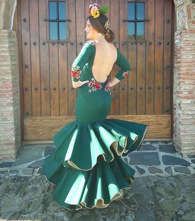 @lunilunares @sariitacarvajal Traje de flamenca verde abeto con detalle bordado