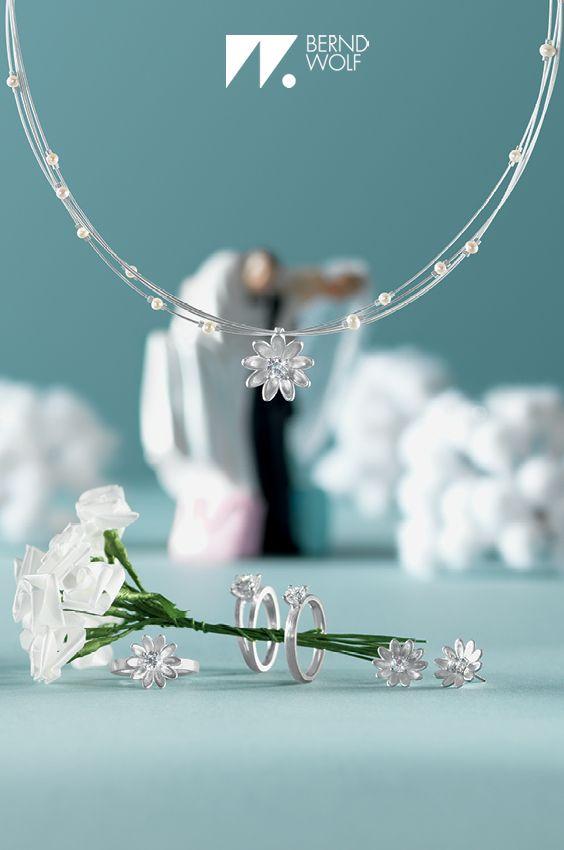 Brautschmuck von BERND WOLF - Das perfekte Schmuckset für den perfekten Tag! Collier Amour, die Ohrstecker Brillias, der Ring Brillias und die beiden Ringe Brilliana und Brillani. #Hochzeit #Wedding #BerndWolf #Brautschmuck #Hochzeitsschmuck #LieblingsSchmuck #Silber