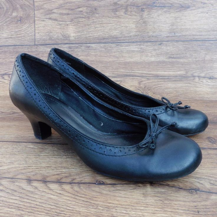 SIZE UK 5.5 D CLARKS SMART COURT SHOES WITH BROGUE DETAIL AND BOW ON THE FRONT | eBay