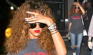 Rihanna dresses down as she enjoys dinner in Malibu following wild week in NYC | Daily Mail Online