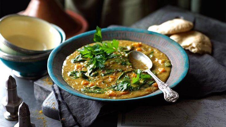 arabska zupa z soczewicy i szpinaku.