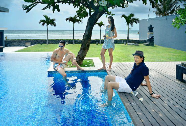 Beachfront Luna2 private hotel, Bali. Styling by Melanie Hall. #luna2 #bali #melaniehalldesign