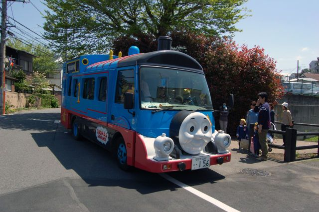 tricked out school bus | Pimped Out School Buses in Japan (9 pics) - Picture #2 - Izismile.com